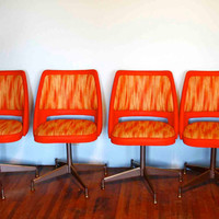 Mid Century Modern Atomic Orange Chairs. Set of Four. Swivel and Spin, Mid Mod Style! Kitchen/Den/Dining Room.
