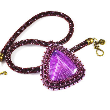 Agate stone necklace with fuchsia - Beadwork necklace