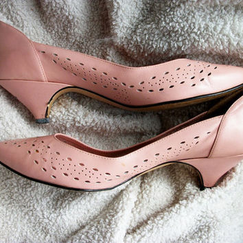 Vintage shoes - pastel pink heels with cutouts - US 8