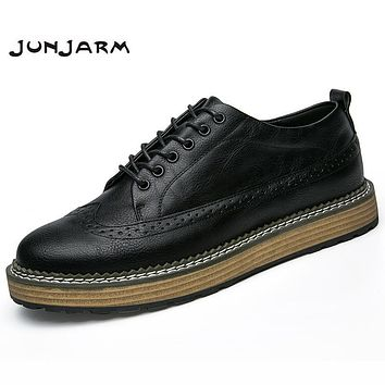 JUNJARM 2017 Handmade Men Casual Shoes British Style Geunine Leather Men Brogue Shoes Breathable Solid Lace-Up Men Flats Shoes