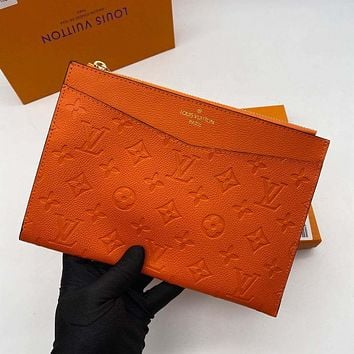 LV Louis Vuitton new product solid color embossed letters ladies cosmetic bag clutch
