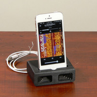 Acoustic dock  for iPhone 5 in Black  - Amplifies sound through unique acoustical pockets .