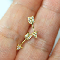 Arrow Earring(2color) / Make rivet one's eyes to In your style.