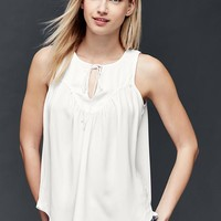 Shirred curved tank