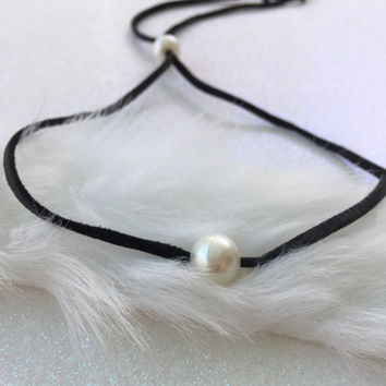 Leather pearl choker, gift for her, gift idea, leather pearl, choker, necklace, single pearl choker, pearl jewelry, leather and pearls