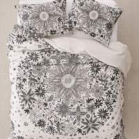 Iona Daisy Duvet Cover | Urban Outfitters
