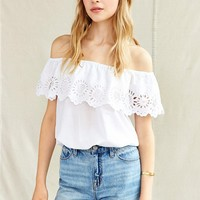 Vintage Cold-Shoulder Daisy Cropped Top - Urban Outfitters