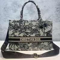 DIOR Hot Sale Embroidered Letters Men's and Women's Messenger Bags Shoulder Bags Handbags