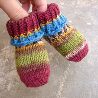 Wool baby booties, newborn booties, stay-on baby socks in green burgundy and blue shades, babyshower gift, first booties