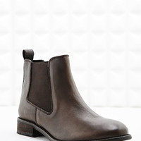 Deena & Ozzy Tabitha Chelsea Boots in Brown - Urban Outfitters