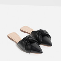 LEATHER SLIDES WITH BOW DETAILS