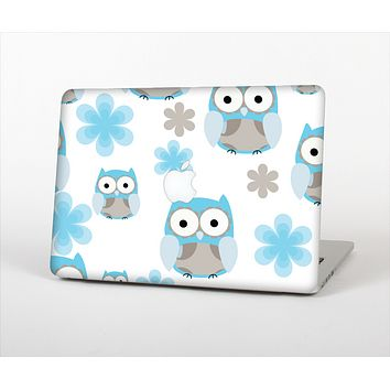 """The Subtle Blue Cartoon Owls Skin Set for the Apple MacBook Pro 13"""" with Retina Display"""