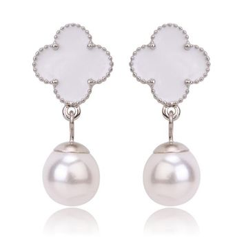 Beady Cleef Single Clover with Pearl - Silver & White