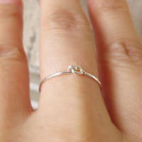 Sterling Silver Holding Hands Ring, Silve Hand Hammered Love Ring, Holding Hands Ring, Dainty Ring, Best Friend Ring, Valentine's Day Gift