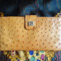 Vintage GUCCI tanned brown genuine ostrich leather wallet with gold tone GG logo motif. Masterpiece and rare vintage for unisex use