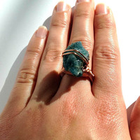 Raw Apatite copper ring - size 7 - raw stone ring - chunky ring - cocktail ring - OOAK ring - wrapped ring - statement ring