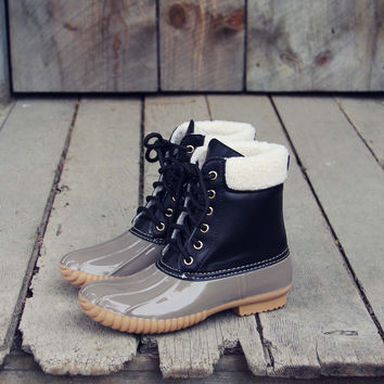 The Cozy Duck Boot in Black