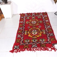 Moroccan rug , 2.9 ft x 5.3 ft