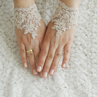 FREE SHIP, Wedding Gloves, lace gloves, Fingerless Gloves, Champagne lace gloves , cuff wedding bride, bridal gloves, french lace