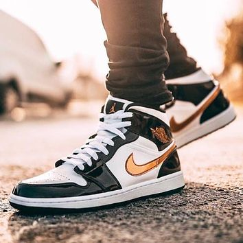 NIKE Air Jordan 1 Mid New fashion hook couple high top hit color shoes