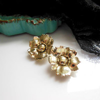 Vintage Shining Gold Tone Blooming Flower Clip On Earrings - Estate Jewelry