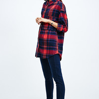 BDG Curved Hem Flannel Shirt in Red - Urban Outfitters