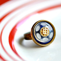 OOAK Vintage Button Ring 04 by DobleEle on Etsy