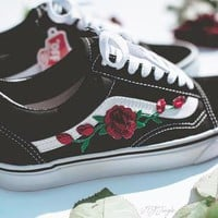 Vans Fashion Casual Rose Embroidered Classics Old Skool Pink Sneaker Shoe I