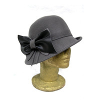 Grey Wool Felt Cloche Hat, vintage style, with Handmade Black Leather and Wool Bow