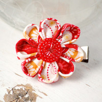 Winterberry daisy flower hair clip from VioletsBuds