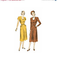 SALE Vintage 40s Dress Sewing Pattern Scoop Neck Double Breasted Dress Removable Dickey 32 Bust Vogue 6101