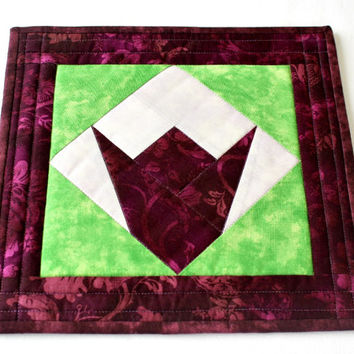 Quilted Trivet, Spring Hot Pad, Insulated Fabric Trivet, Tulip Candle Mat, Quiltsy Handmade