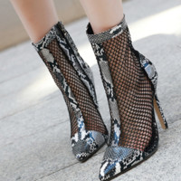The new model sells fashionable mesh boots with high heel mesh