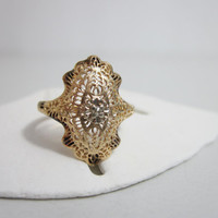 Vintage Ring: Art Deco 14k Yellow Gold Filigree with Diamond