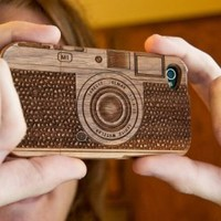 Laser-Engraved Wood iPhone5 Case Resembling a Camera