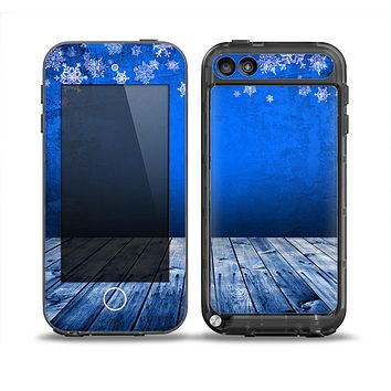The Snowy Blue Wooden Dock Skin for the iPod Touch 5th Generation frē LifeProof Case