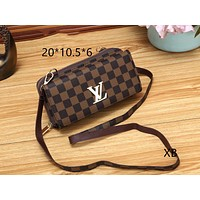 LV Louis Vuitton 2018 new classic checkerboard print shoulder bag Messenger bag coffee plaid