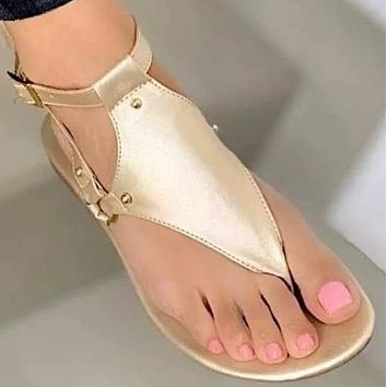 Explosive fashion casual flat flip flops beach buckle sandals