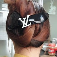 8DESS LV Louis Vuitton Women Fashion Hairpin Barrette Hair Clip Jewelry