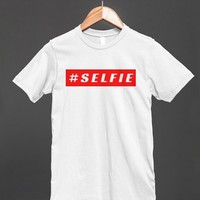SELFIE HASHTAG RED BLOCK TEE