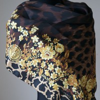 NEW AUTHENTIC VERSACE SILK SCARF MADE IN ITALY Gift