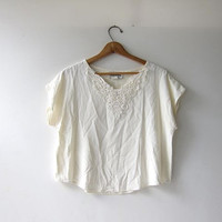 vintage boxy cream - white blouse. loose fit rayon shirt. cropped minimalist top + cap sleeves.