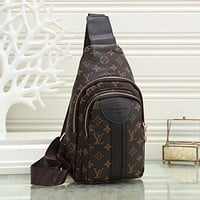 Louis Vuitton LV business casual trend chest bag fashion men's shoulder messenger bag