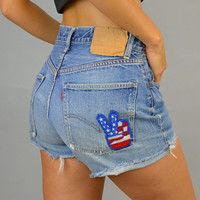 PEACE SIGN vtg 80s distressed americana flag stars 'n' stripes Levi's CUTOFFS shorts, size extra small-small
