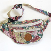 20% OFF SALE Vintage pink and white floral 1980s fanny pack waist purse