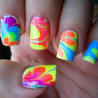 Trend: Neon Nails