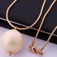 Pearl gold necklace from Moonlightgirl