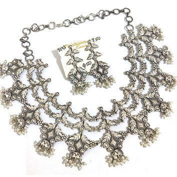 Silver look alike bold choker Necklace and Earring set with pearl bead cluster