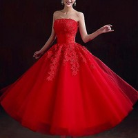 [169.99] Alluring Tulle Strapless Neckline Ball Gown Wedding Dress with Beaded Lace Appliques - Dressilyme.com
