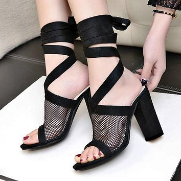 Fashionable large-size fishmouth mesh sandals with open toes and cross straps and breathable mesh for women's shoes